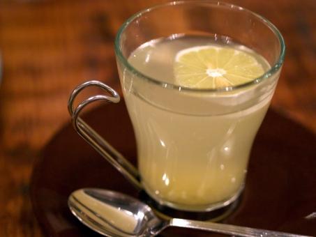 【温活】白湯がさらに進化した「レモン白湯」夏の暑い時期こそ温活を
